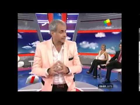¿FANTASMAS EN EL ESTUDIO DE INTRUSOS EN AMERICA TV? LA FOTO DEL LOCUTOR HECTOR.