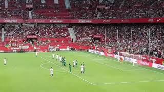 Golazo de falta de Éver Banega. Sevilla FC 1-0 FK Zalgiris Vilnius