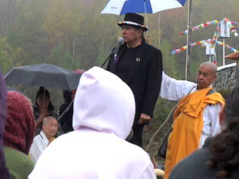 Dennis Banks Nowa Cumig Grafton Peace Pagoda 2013