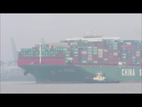 Heavily laden CSCL Arctic Ocean eases from Felixstowe Berth 8 with three Svitzer tugs  30th March 18