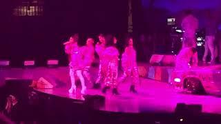 Baixar Ariana Grande - 7 Rings - 2019-07-08 - Sweetener World Tour; St Paul, Minnesota