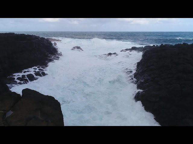How to Stay Safe at Hawaii's Queen's Bath Tourist Site
