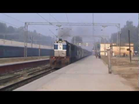 Chandigarh-Lucknow Express skips Alamnagar with a Macho looking LKO based WDM3-B.!