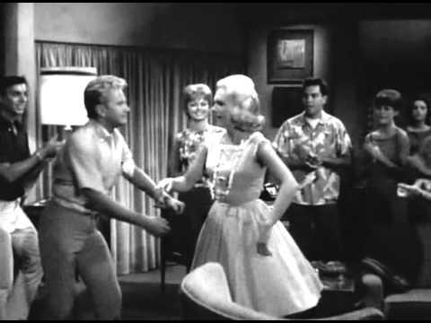 Jackie DeShannon sings Glory Wave in 1964 film