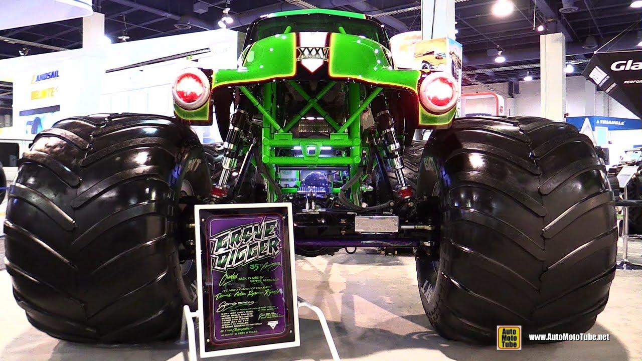 Auto World Las Vegas >> 1982 Grave Digger 1450hp Monster Truck - Walkaround - 2017 SEMA Las Vegas - YouTube