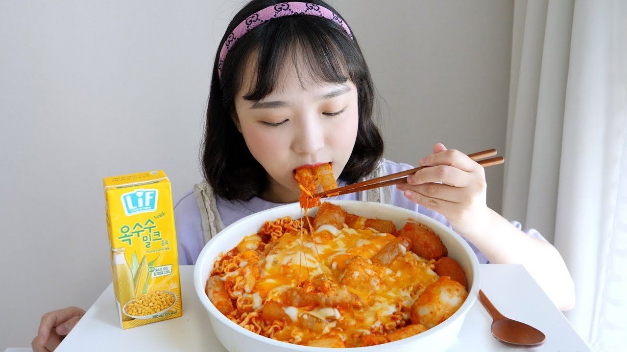쫀득쫀득 대유행☁라이스페이퍼 떡볶이 먹방 ft. 라면 사리 추가! REALSOUND MUKBANG | Rice paper tteokbokki :D