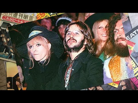 ♫ The Beatles and their wives watching Bob Dylan at The Isle of Wight Festival 1969 /photos