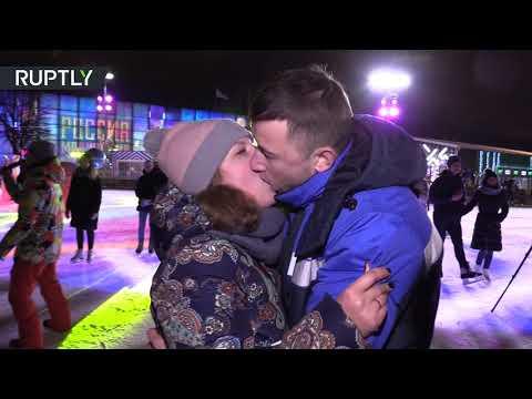 شاهد.. مسابقة لـ أفضل القبلات أثناء احتفالات بـ عيد الحب في موسكو  - نشر قبل 11 ساعة