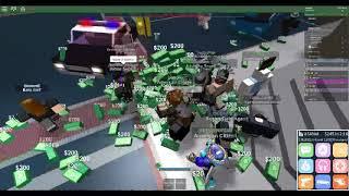 Roblox las vegas hacker drops money to the whole server Even