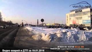 Дорожные войны - видео аварий и ДТП за 19.01.2016