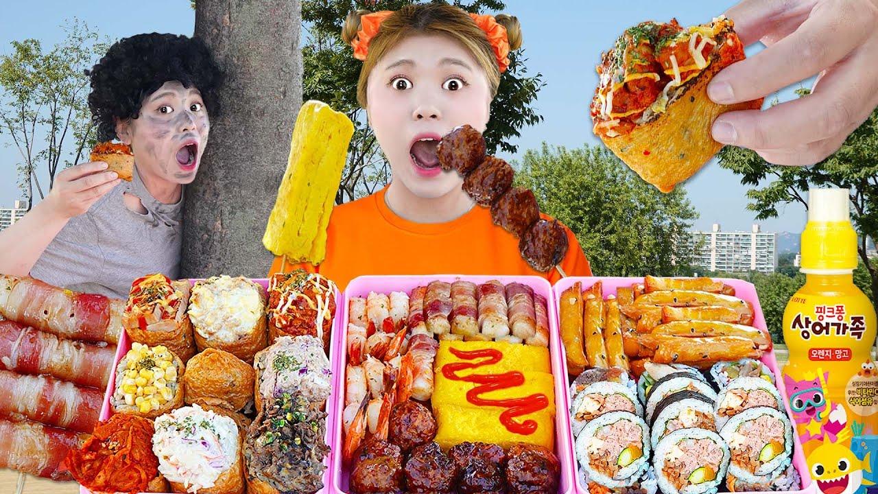 Download MUKBANG 하이유의 한강 라면 대왕 유부초밥 먹방! GIANT SUSHI & SPICY NOODLES & FRIED CHICKEN LUNCH BOX EATING| HIU 하이유