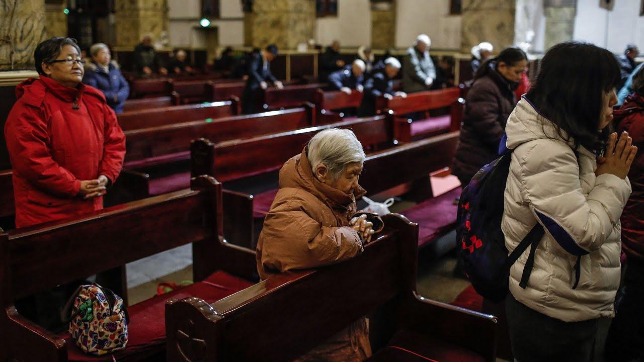 Các nhà thờ gỡ 10 Điều Răn Đức Chúa Trời xuống đưa những điều Tập Cận Bình dạy lên