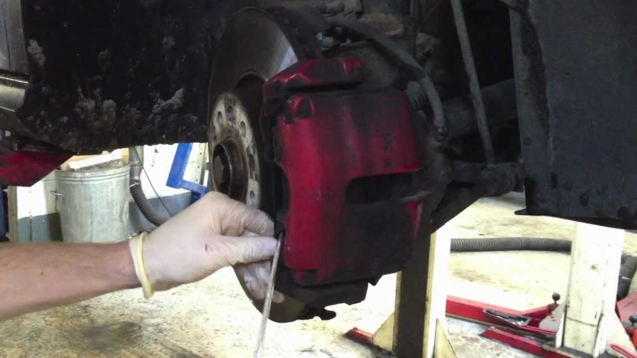 Replacing Vw Golf Mk5 Front Brake Pads And Discs Quot How To