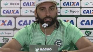 Goiás tenta renovação de contrato de Léo Gamalho