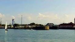 Ostseehafen Warnemünde Hafeneinfahrt ein herrliches Wetter zum Segeln auf der Ostsee
