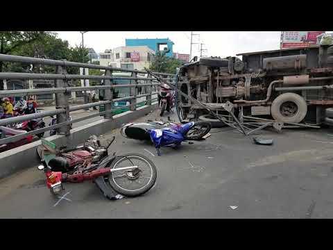 Tin nhanh 24h-TPHCM, lật xe tải trên dốc cầu vượt Cây Gõ, 2 người bị thương
