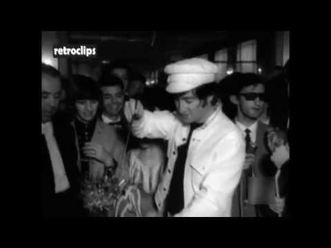 1965 The Beatles in Spain (Madrid) - Los Beatles en España, nota riéndose de su supuesto poco éxito