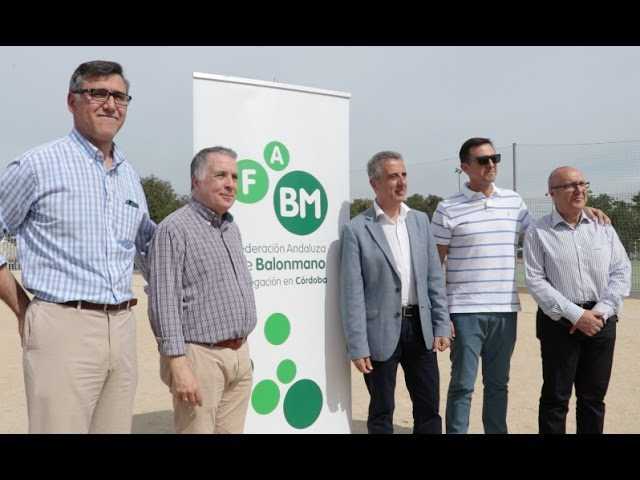 VÍDEO: El PDM estrena la primera pista de balonmano-playa permanente de la provincia.