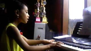 Anak kecil menyanyi lagu imagine jhon lenon