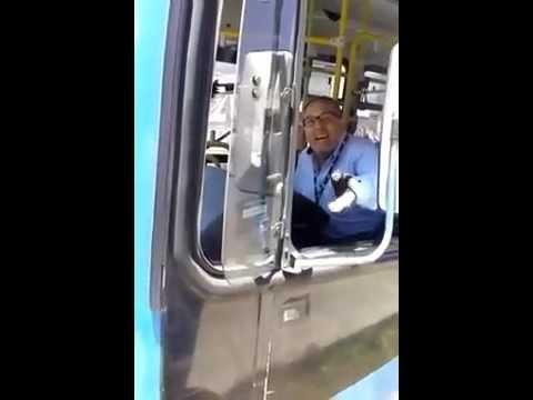 Chofer de Micro Choca Auto de Flaites (ORIGINAL) / Bus driver crashes into a chav car. HILARIOUS!