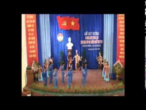 Dòng máu lạc hồng - đội gia đình nhí Thiền Viện Vạn Hạnh biểu diễn
