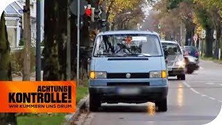 Dieses Auto steht voll im Weg: Gleich zwei Mal!   Achtung Kontrolle   kabel eins
