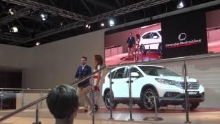 Робот Асимо на стенде Honda. Москва-2012