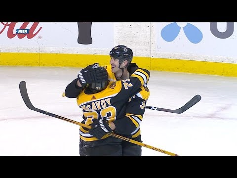 Bruins captain Zdeno Chara scores from deep