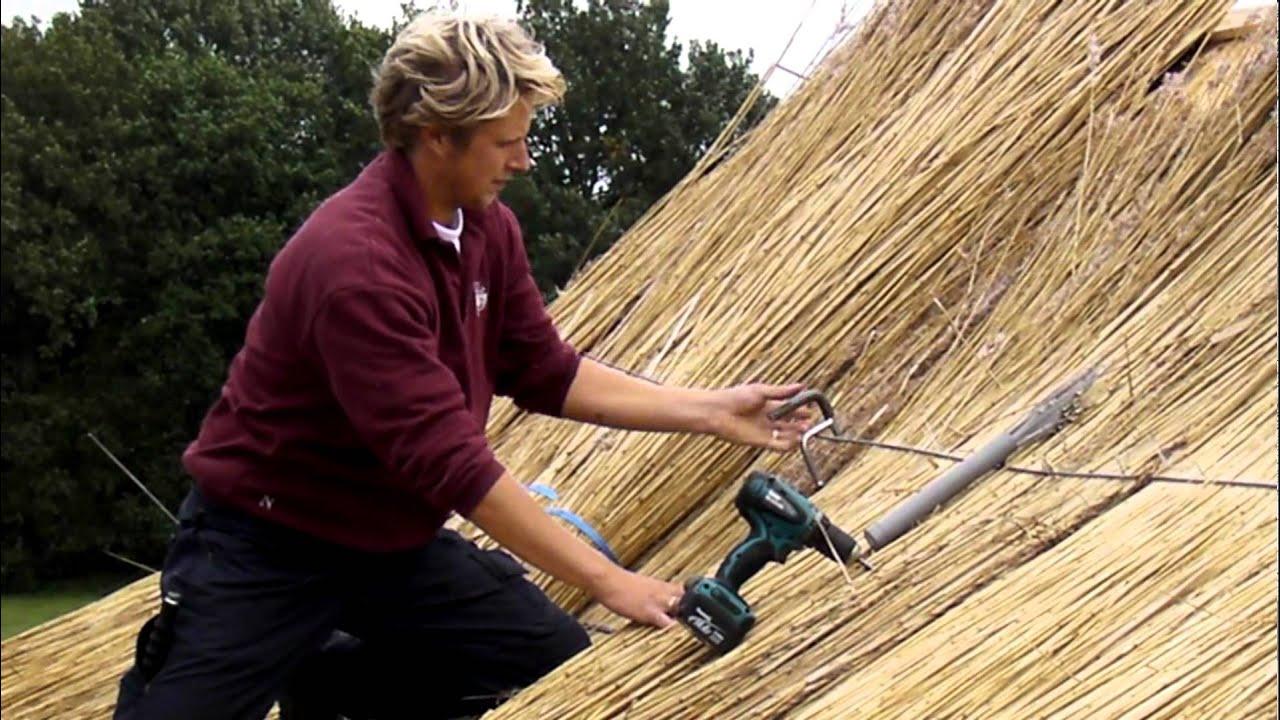 Strandtas Riet Maken : Het maken van een energiezuinig rieten dak schroefdak