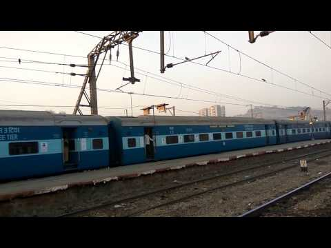 22108 Latur Mumbai superfast Express departing from kalyan