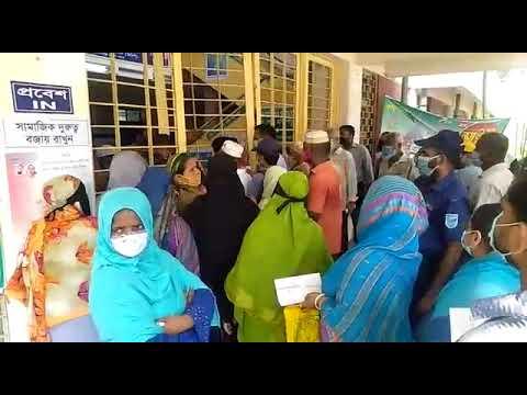 নারায়ণগঞ্জ হাসপাতালে স্বাস্থ্যবিধি মানছে না করোনা টিকা ও নমুনা পরীক্ষা করতে আসা মানুষ