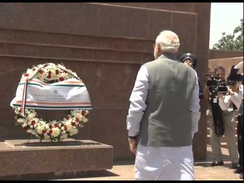 PM Modi lays wreath at Ismaili Somoni Monument in Dushanbe, Tajikistan