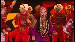 Н. Бабкина заставила подняться в танце весь зал.