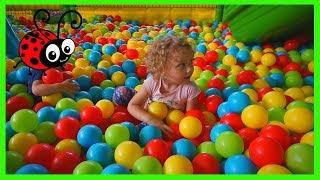 Locul unde copii se distreaza,iar parintii se odihnesc Teren de joaca pentru copii