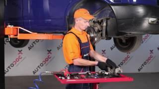 Kaip pakeisti priekiniai stabdžių diskai ir priekinių stabdžių kaladėlės VW TRANSPORTER T4