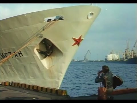02. «Море, море...» — Юрий Антонов, песня из музыкальной комедии «Берегите женщин», 1981