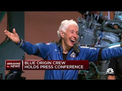 Blue Origin's New Shepard crew receives its astronaut wings