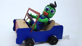 Green Baby BUILDS CARDBOARD CAR - Stop Motion Cartoons For Kids