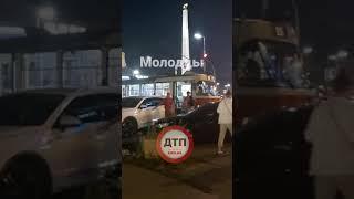 Киев. Настоящие герои! ром на пр.Победы Цирк