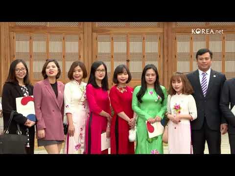 Vietnamese students visit Cheong Wa Dae