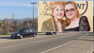getlinkyoutube.com-Meryl Streep Sings At Funeral For Carrie Fisher And Debbie Reynolds