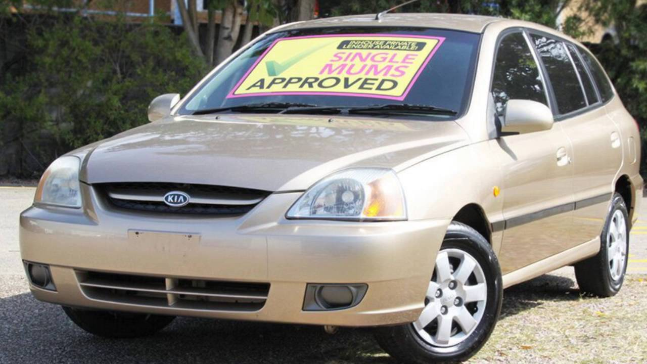 2003 kia rio my04 ls gold 5 speed manual hatchback