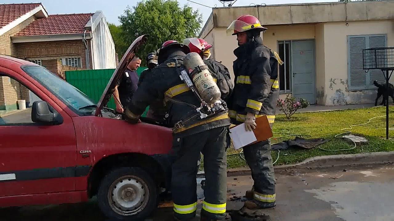 Principio de incendio en una camioneta