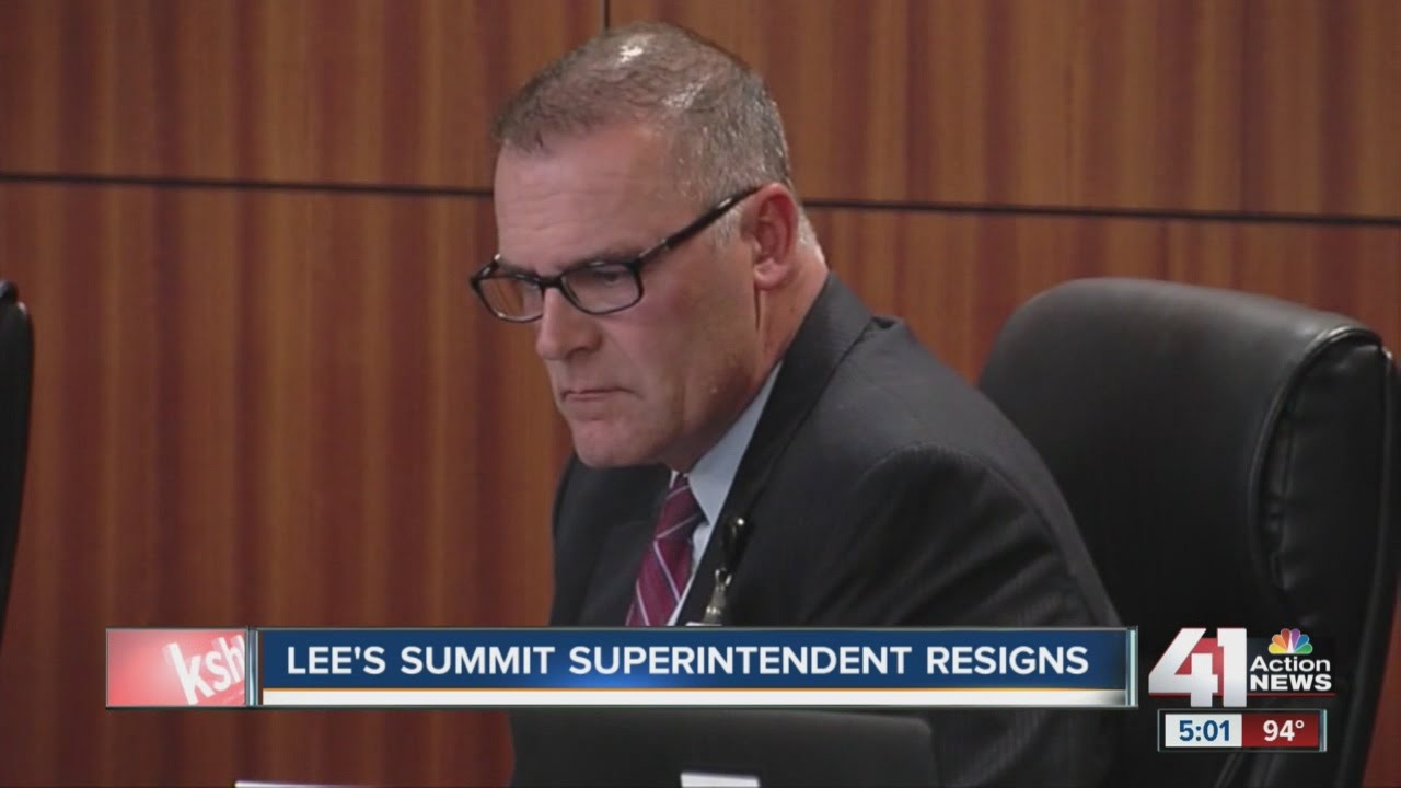 Lee's Summit superintendent resigns