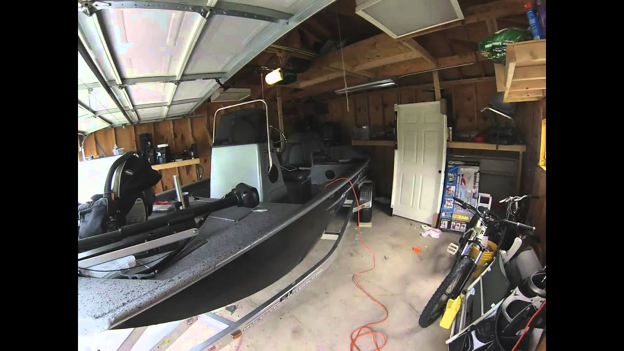 Xpress XP18CC FJ115hp Jet Boat Tunnel Hull - YouTube