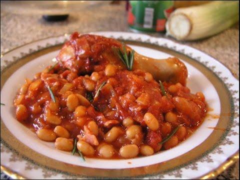Куриные грудки с фасолью в томате и луком..)
