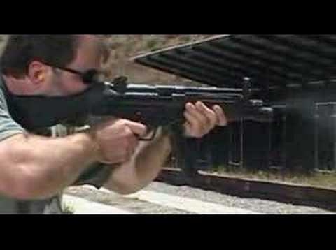 Heckler und Koch MP5N & Avtomat Kalashnikov AKM