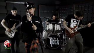 Download lagu The Rock Aku Bukan Siapa Siapa