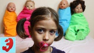 Эмилюша укладывает Непослушных кукол спать! Учим цвета с куклами на английском
