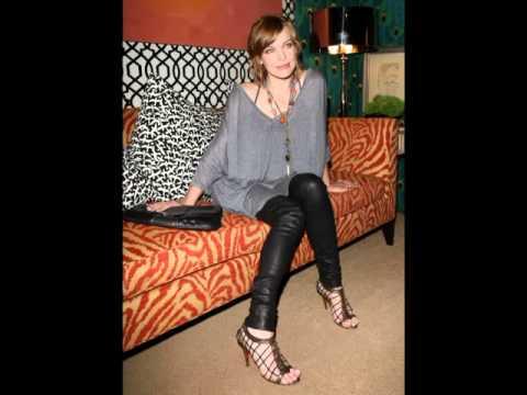 Mila Jovovich Feet & Legs CloseUp